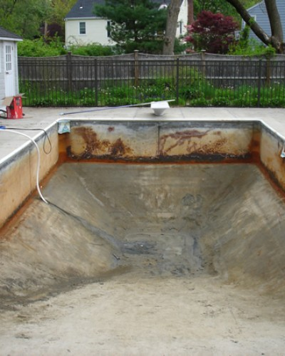 photo of pool before replacement of pool liner